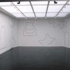Dessin mural N° 3, Safran carré noir, pierre noire sur mur 2003