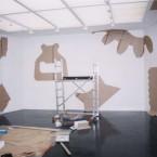 Dessin mural N° 3, installation, pierre noire sur mur 2003