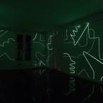 Dessin Mural N° 4 (7) 2,75x18,62m peinture phosphorescente sur mur-version nuit -2016